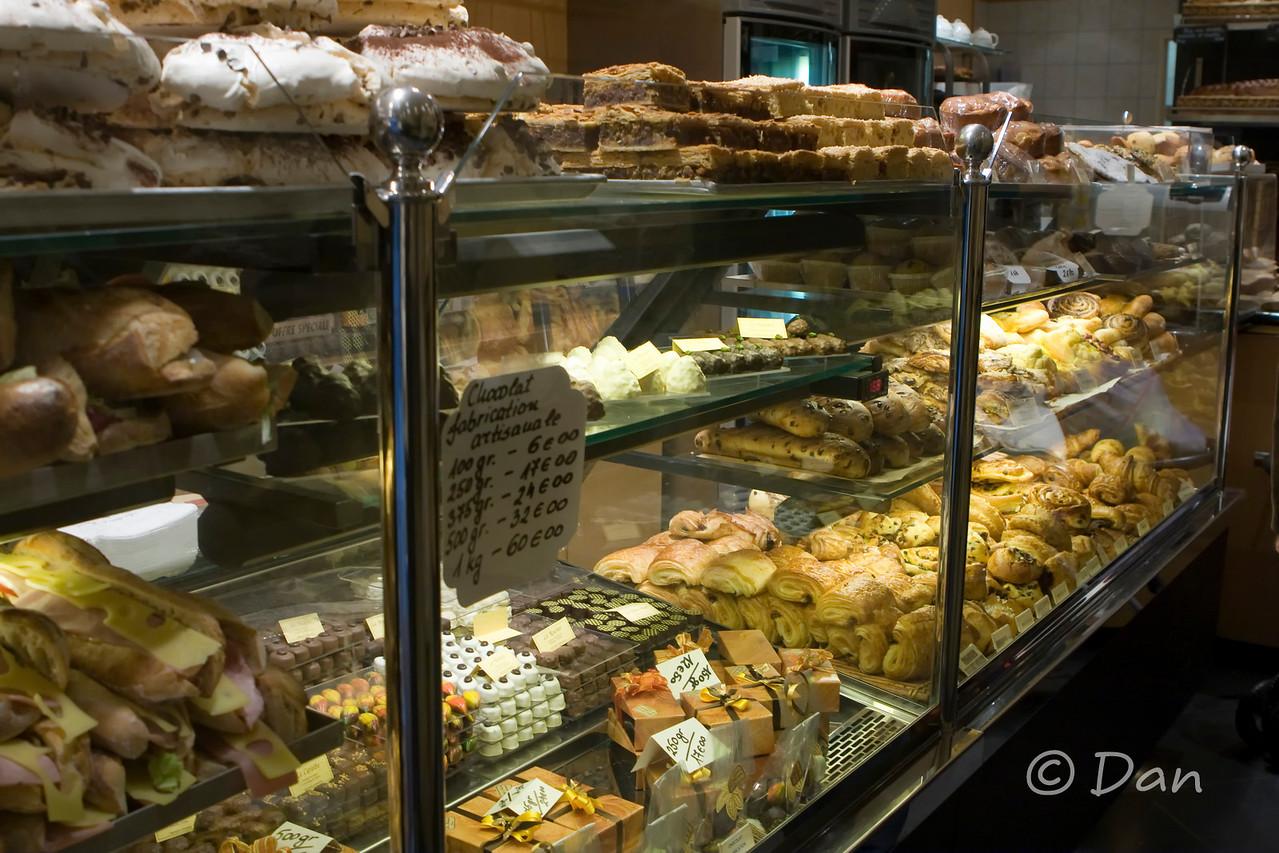 excellent pain au chocolat, croissants, baguettes, etc.