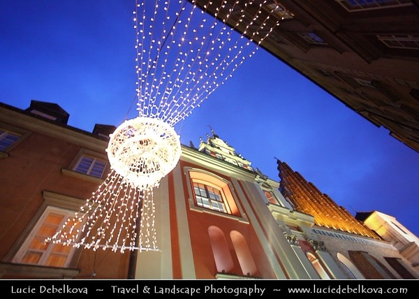 Europe - Poland - Polska - Warsaw - Warszawa - Historic Centre of Warsaw - UNESCO World Heritage Site - Old Town with its churches, palaces & market-place - Area near Castle Square (Plac Zamkowy) - Captured during traditional Christmas atmosphere and decorations