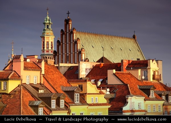 Europe - Poland - Polska - Warsaw - Warszawa - Historic Centre of Warsaw - UNESCO World Heritage Site - Old Town with its churches, palaces & market-place - Warm winter morning light