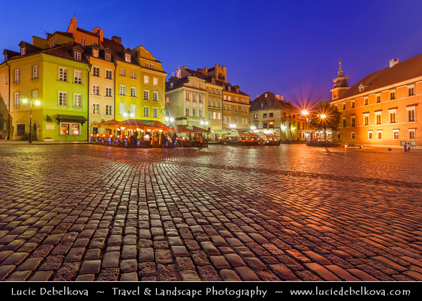 Europe - Poland - Polska - Warsaw - Warszawa - Historic Centre of Warsaw - UNESCO World Heritage Site - Old Town with its churches, palaces & market-place - Castle Square (Plac Zamkowy) with The Royal Castle (Zamek Królewski) - Dusk - Twilight - Blue Hour - Night