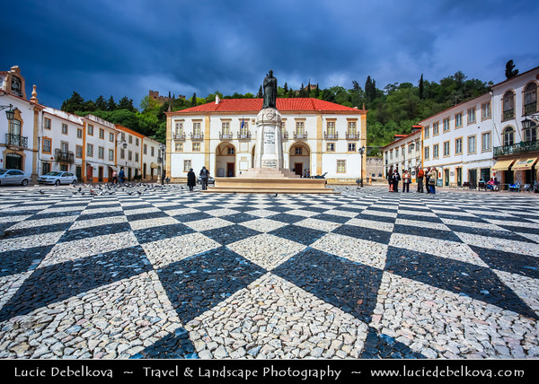 Europe - Portugal - Região Centro - Central Region - Tomar - Historical town under UNESCO World Heritage - Praca de Republica and Paco de Concelhos (17th century) with bronze statue represents Gualdim Pais, founder of town