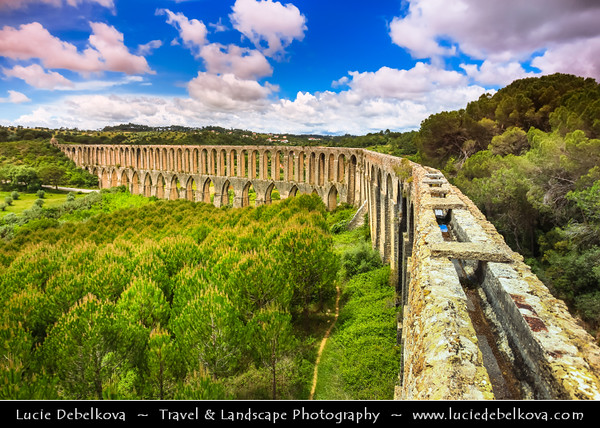 Europe - Portugal - Região Centro - Central Region - Tomar - Aqueduto de Pegoes - Pegões Aqueduct - Monumental structure with 180 arches stretching over six kilometres constructed to feed Convent do Cristo with water - Water still flows along it's channel today after all these centuries