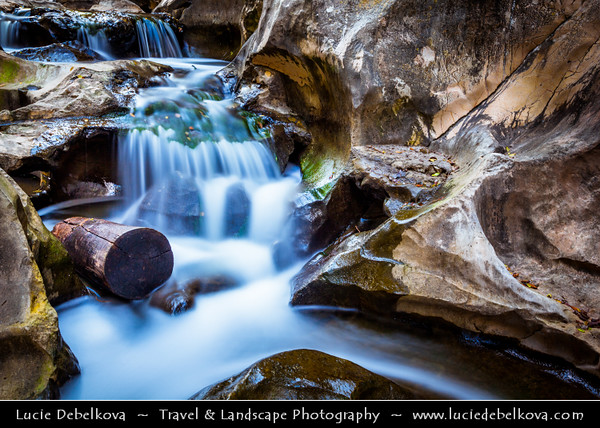 Europe - Portugal - Região Centro - Central Region - Santarém - Nascentes do Alviela - Cascades waterfall
