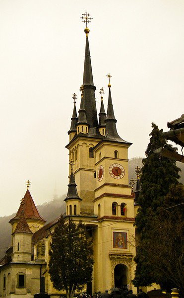 The site of both Neolithic and Roman settlements, Brasov was fortified beginning in the 13th century. The current city hall was built in the fifteenth century.  Said to be the largest Gothic cathedral in Europe, it was here that Johannes Honter introduced Lutheran reforms to Romania.