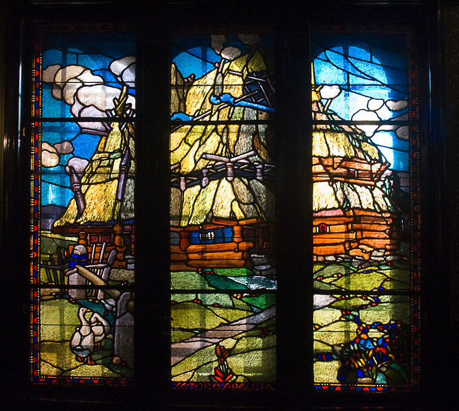 A series of stained glass windows in the Cultural Palace at Târgu Mureş depict Hungarian legends.