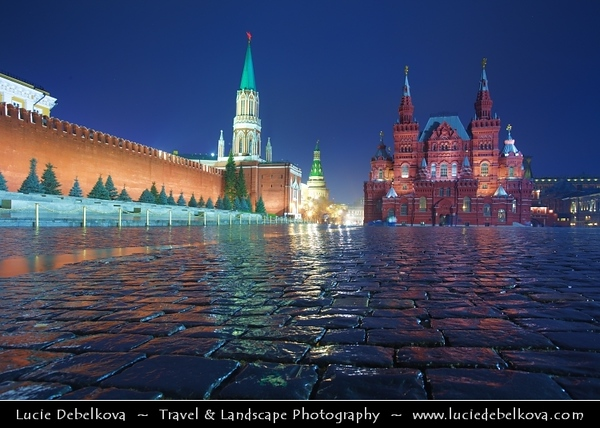 Europe - Russia - Россия - Rossiya - Moscow - Москва - Moskva - UNESCO World Heritage Site - Red Square - Красная площадь - Krásnaya Plóshchaď - City square that separates the Kremlin from an historic merchant quarter known as Kitai-gorod - Often considered the central square of Moscow and all of Russia, because Moscow's major streets—which connect to Russia's major highways—originate from the square