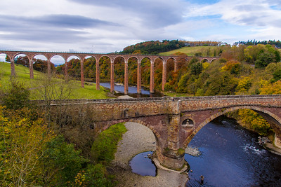 Leaderfoot Viaduct and the old vehicle bridge over the River Tweed.