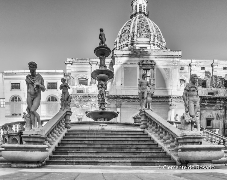 File Ref: 2012-10-19 Palermo NX5 145<br /> Fontana Pretoria also known as Fountain of Shame, Palermo, Sicily, Italy