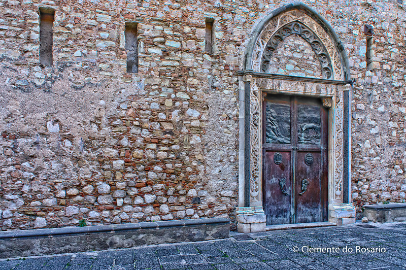 File Ref: 2012-10-22 Taormina NX5 467 1959<br /> Cathedral side door in Piazza del Duomo, Taormina, Sicily