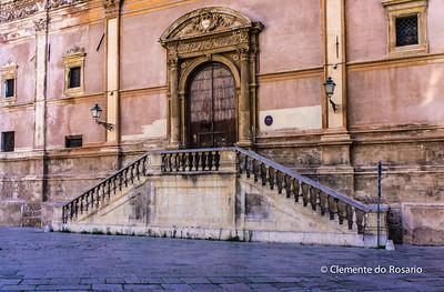File Ref: 2012-10-19 Palermo NX5 176 Plaza Pretoria, Palermo, Sicily