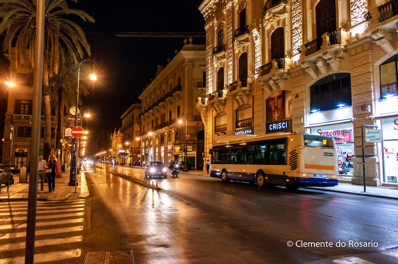 File Ref: 2012-10-19 Palermo NX5 156<br /> A night scene in Palermo, Sicily, Italy