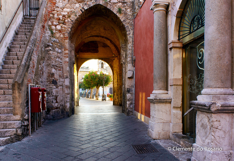 File Ref: 2012-10-22 Taormina NX5 559 1967<br /> Archway along Corso Umberto 1, Taormina, Sicily