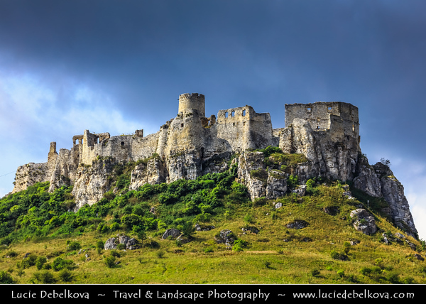 Europe - Slovak Republic - Slovensko - Eastern Slovakia - Spiš Castle - Spišský hrad - UNESCO World Heritage Site - One of largest castle sites in Central Europe - 12th century castle ruins situated above Spišské Podhradie town