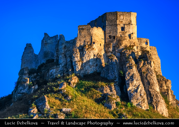Europe - Slovak Republic - Slovensko - Eastern Slovakia - Spiš Castle - Spišský hrad - UNESCO World Heritage Site - One of largest castle sites in Central Europe - 12th century castle ruins situated above Spišské Podhradie town