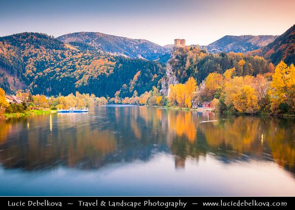 Europe - Slovak Republic - Slovensko - Northern Slovakia - Strečno Castle - Strečniansky hrad - Ruined medieval castle standing on 103-metre-high calcite cliff above River Vah