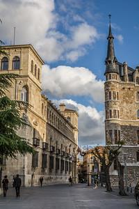 Palacio de los Guzmanes and Cas de los Botines