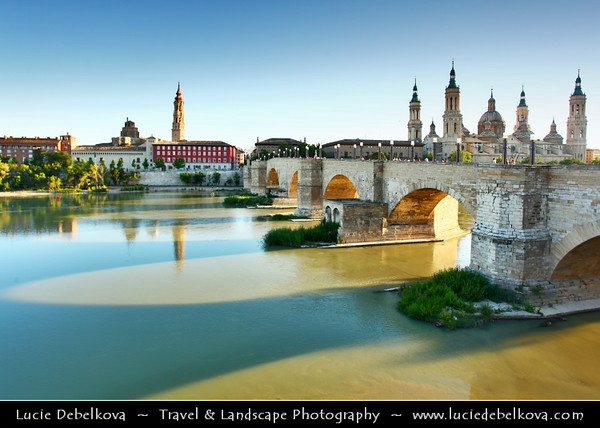 Europe - Spain - España - Aragon - Zaragoza - Saragossa - Puente de Piedra - Stone Bridge over Ebro River - Oldest bridge still in use on Ebro