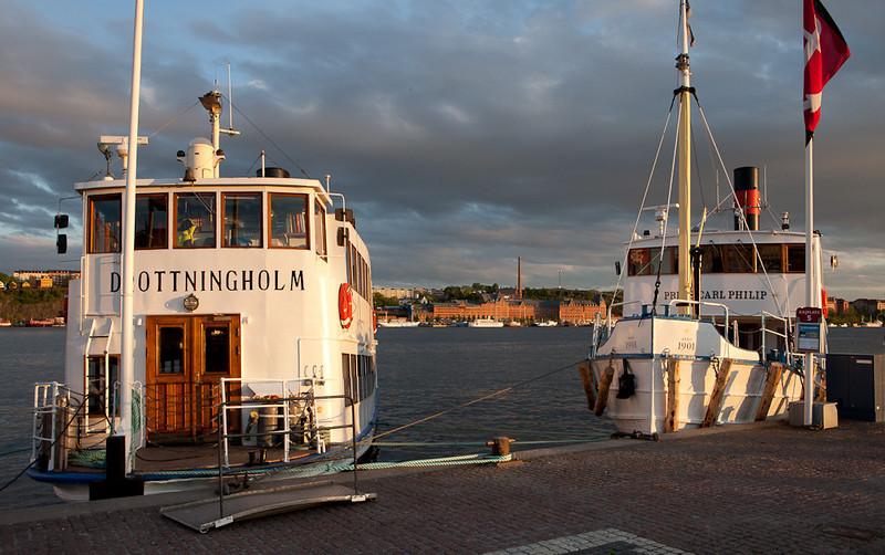 Tourist boats near Stadshuset.