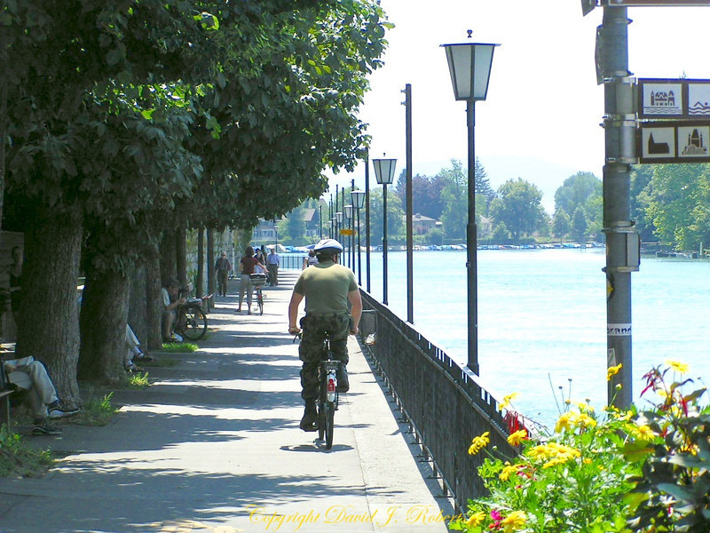 Walkway along the Thun River