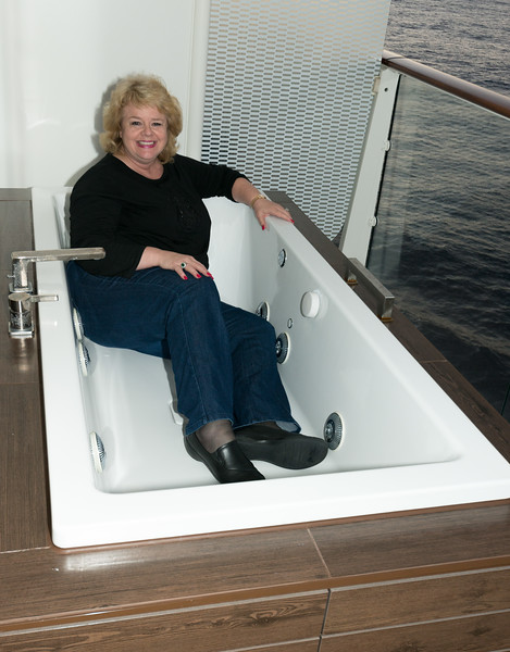 Lisa in Celebrity Sihouette Hottub