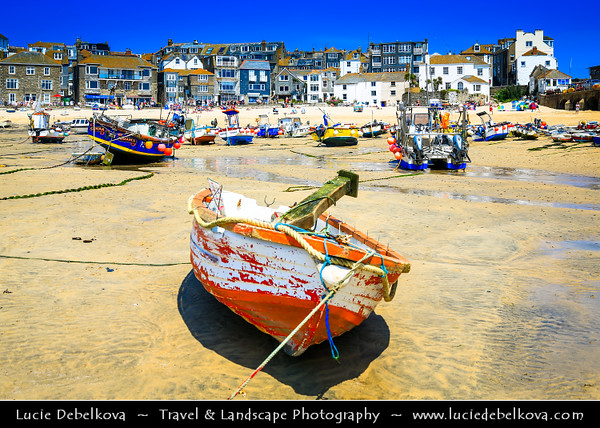 Europe - UK - England - Cornwall - St Ives - Porth Ia - St Ia's cove - Seaside town & Historic Harbour on Cornish coastline - Popular holiday resort