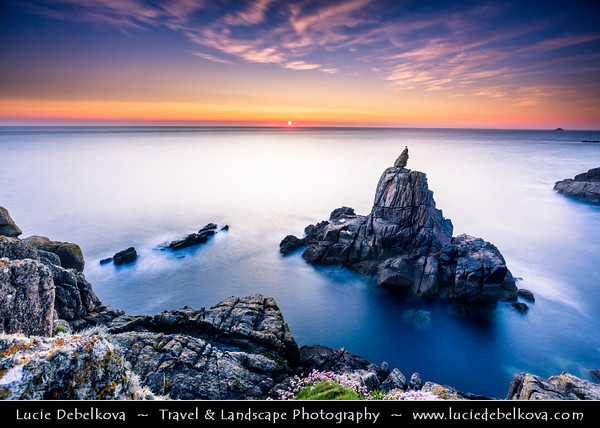 Europe - UK - England - Cornwall - Sennen Cove, Porthsenen - Coastal area next to Land's End - Mainland Britain's most westerly point and one of the country's most famous landmarks - Irish Lady iconic rock formation
