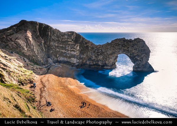 Europe - UK - United Kingdom - England - Dorset - Jurassic Coast - UNESCO World Heritage Site - Durdle Door Beach - Famous rock formation & natural limestone sea arch near Lulworth - One of the most iconic landmarks in Great Britain