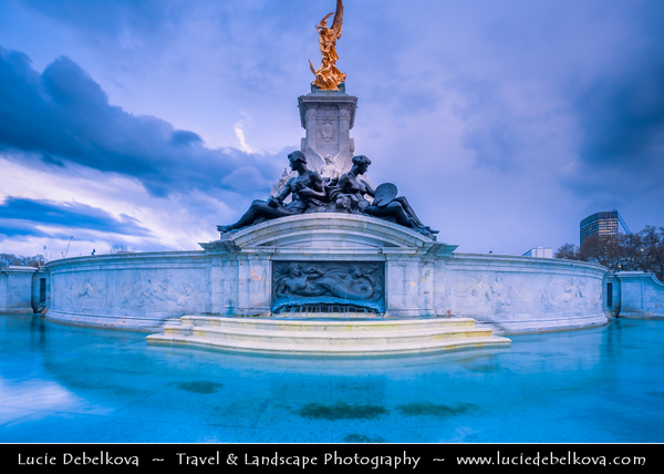 Europe - UK - United Kingdom - England - London - City of Westminster - Buckingham Palace - Official London residence & office of British monarch - Dusk - Twilight - Blue Hour - Night
