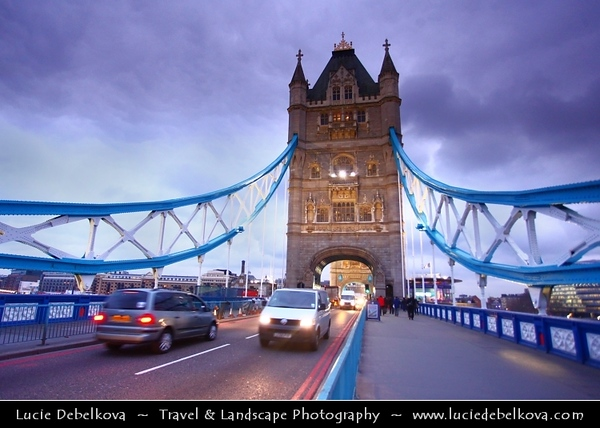UK - England - London - Tower Bridge - Suspension & bascule bridge over the River Thames - Iconic symbol of London