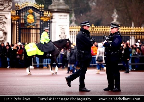 UK - England - London - Changing of the guard Buckingham Palace