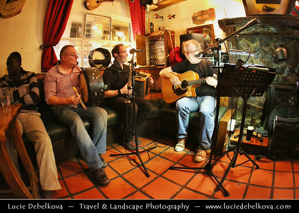 UK - Northern Ireland - County Derry - Londonderry - Old walled city on the west bank of the River Foyle - Traditional Irish bar with live music at night