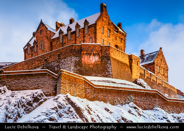 Europe - UK - Scotland - Edinburgh - Dùn Èideann - Capital city of Scotland & Seat of Scottish Parliament - Edinburgh Castle - Fortress which dominates the skyline of the city from its position atop the volcanic Castle Rock - Winter Scene under heavy snow cover