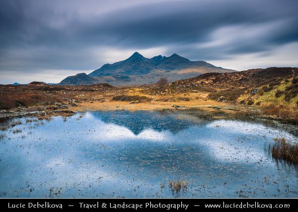 UK - Scotland - Inner Hebrides - Isle of Skye - Glen Sligachan - Sligeachan - Skye crossroad with great views over Cuillin mountains