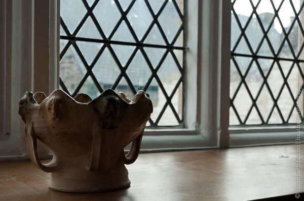Elizabethan pot