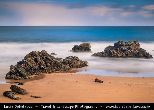 UK - Scotland - Highlands - Sutherland - Northern coast - Durness - Thurso -  Sandy beach with interesting rock formation