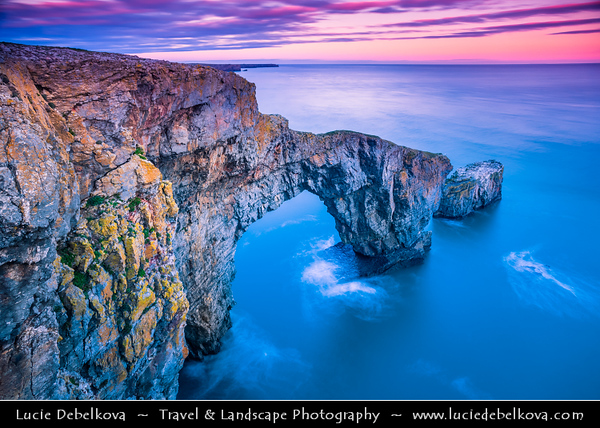 Europe - UK - Wales - South West Wales - Pembrokeshire Coast National Park - Bosherston - Green Bridge of Wales - Spectacular natural arch which has been carved by the sea into cliffs at Sunset