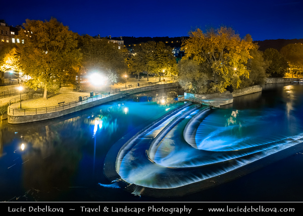 UK - England - Somerset - Bath City - UNESCO World Heritage Site -  Victoria Art Gallery &  Pulteney Bridge on the river Avon in Bath at Twilight - Blue Hour - Dusk - Night