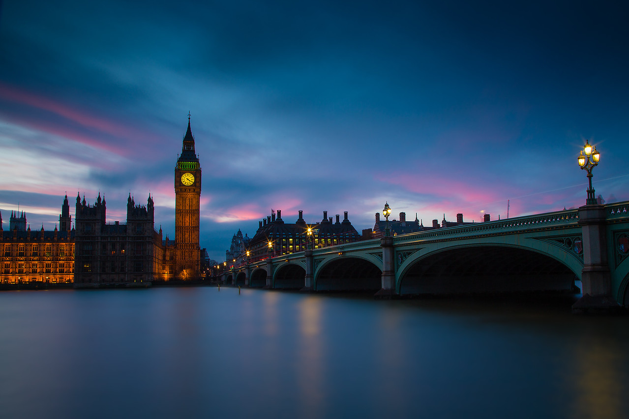 Westminster Bridge Postcard Intellect | Flickr | Twitter | Vimeo | Instagram | 500px | SmugMug   The other day I was out taking some photos of London - it's always hard to tell when the clouds are going to cooperate. On this day I was lucky enough to get some nice wisps of pink in the setting sun.