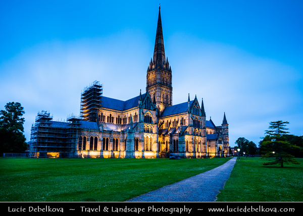 Europe - UK - England - Wiltshire - Salisbury - Salisbury Cathedral - Cathedral Church of the Blessed Virgin Mary - Anglican cathedral & one of the leading examples of Early English architecture with tallest church spire in United Kingdom (123m/404 ft)