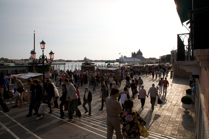 The crazy crowds at Venice, even when the sun was due to set soon.