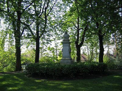 statue_trees