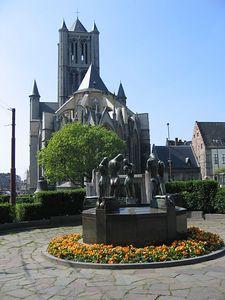 statues_church