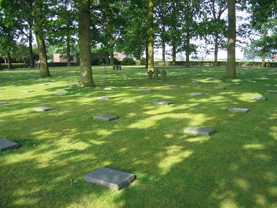 Langemark_German_Military_Cemetery_06