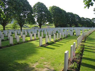 Essex_Farm_Military_Cemetery_02
