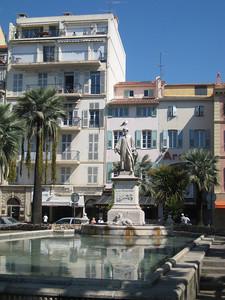 buildings_statue