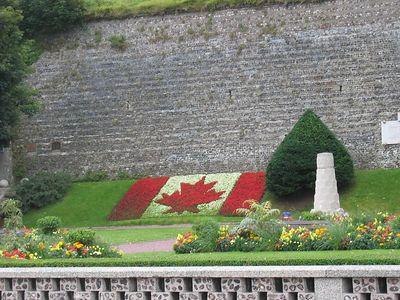 canada_monument