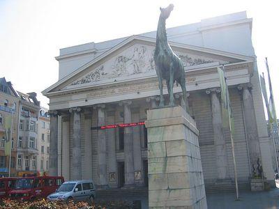 horse_building