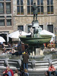 square_fountain