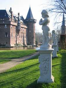 castle_statue