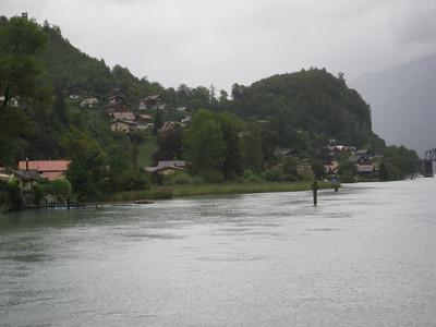 houses_lake